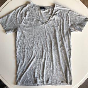 Grey Gap T-shirt